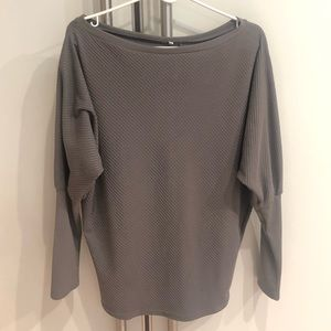 Tops - Gray NWOT Long Sleeve Dolman Top Size Large